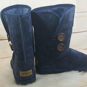 NWOT Apres by LAMO blue fleece button suede boots